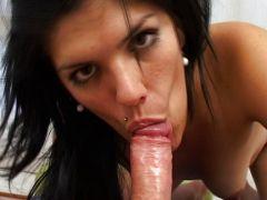 sexfilmschlagwort dicker penis wird vom schwarzhaarigen flittchne gelutscht